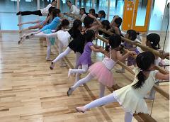 バレエサークルナーティ体験「モダンバレエの基礎練習」